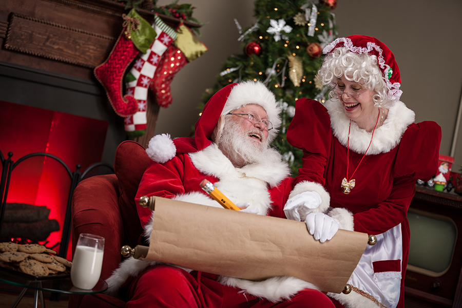 Mrs. Claus Comes to Interpret for Hard-of-Hearing Visitors